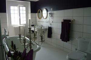 Hattonchatel bridal en-suite bathroom with victorian style bath