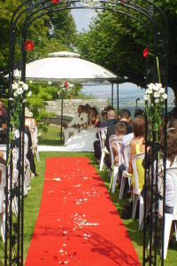 Wedding vows in the glorious gardens at Hattonchatel